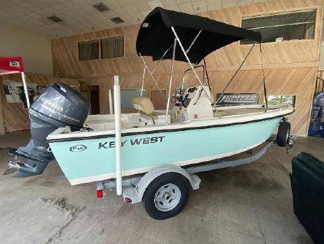 2017 KEY WEST 1720 Center Console