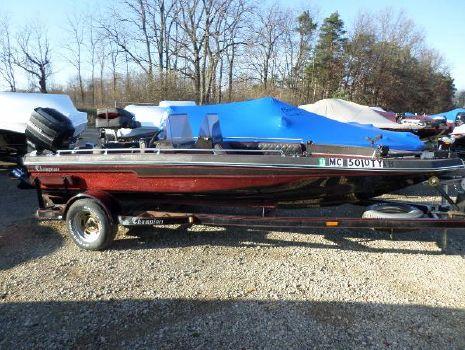 1985 Champion Boats Super V18 F/S