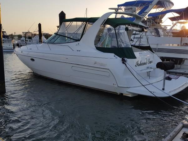 Check Out This 1998 Cruisers Yachts 3575 Esprit On Boattrader Com