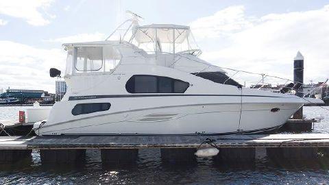 2004 Silverton 39 Motor Yacht Starboard Side