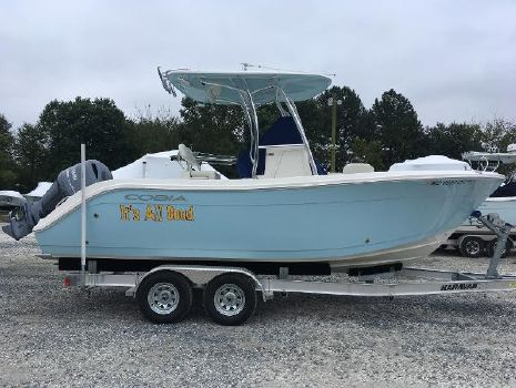 2017 COBIA BOATS 220 Center Console