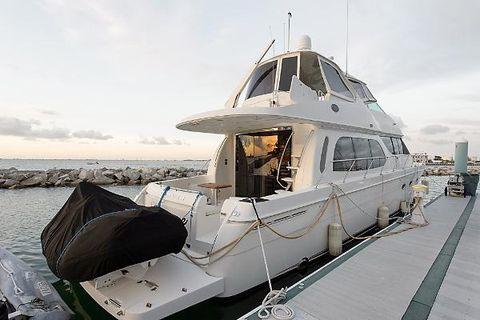 2005 Carver 56 Voyager Starboard Profile
