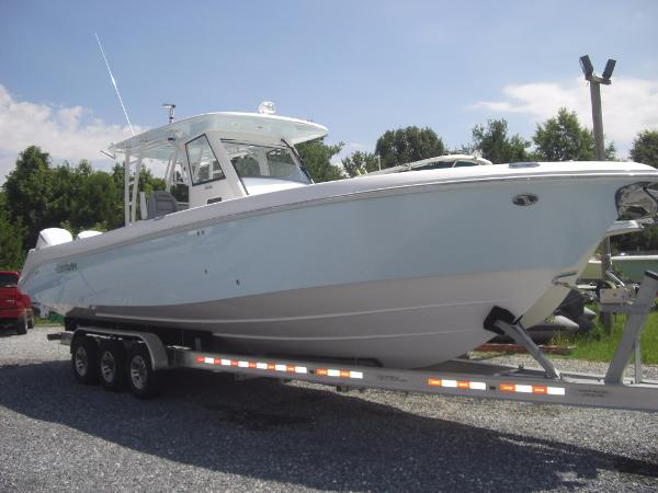 2017 Everglades Boats 355CC