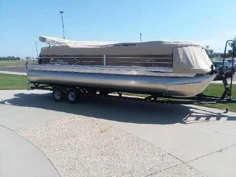 2018 Sun Tracker Party Barge 24 XP3