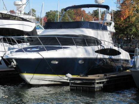 2005 Regal 3880 Commodore Exterior profile at dock