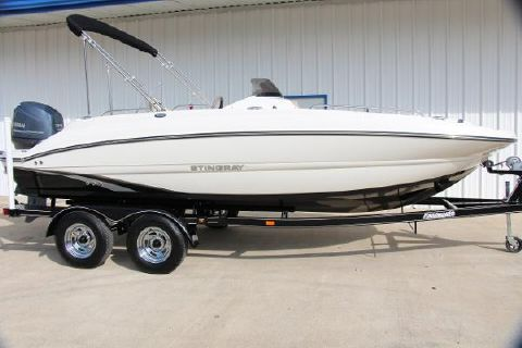 2015 Stingray 192 SC Deck Boat