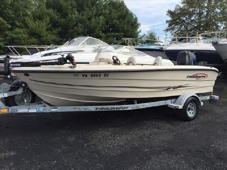 2004 TRIUMPH BOATS 191 Side Console