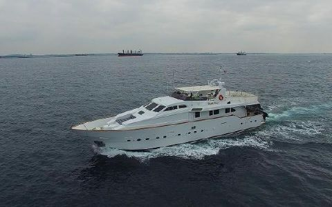 1990 Azimut Motor Yacht Underway