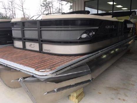 2016 Crest Pontoon Boats Chateau 250