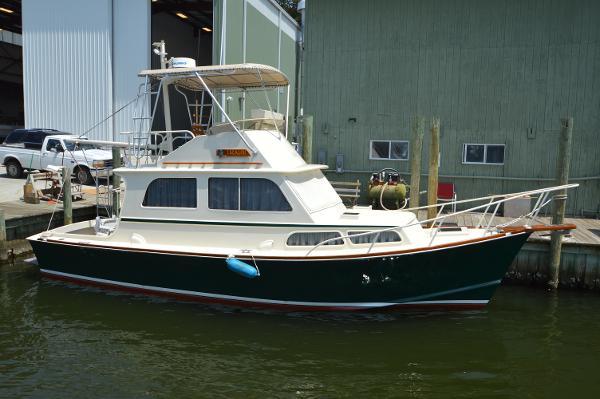 1972 Brownell Downeast Flybridge Sedan Brownell Boatworks Downeast Flybridge Sedan Profile