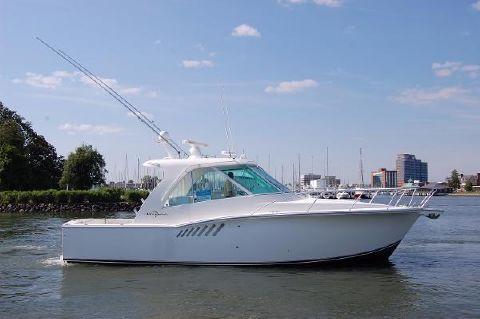 2012 Albemarle 360 Enclosed Express Fish