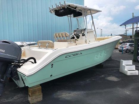 2016 Cobia Boats 237 Center Console
