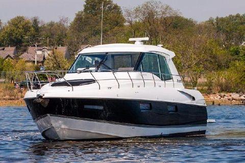 2013 Cruisers Yachts 48 Cantius