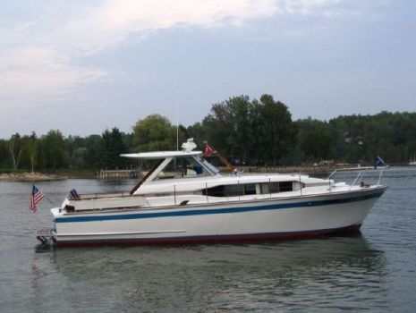 1966 Chris-Craft Roamer (Hard Top)