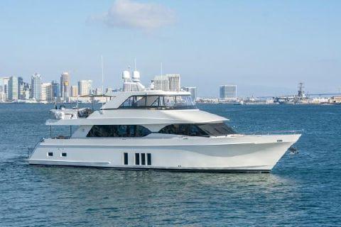 2014 Ocean Alexander 85E07 Motor Yacht Starboard profile
