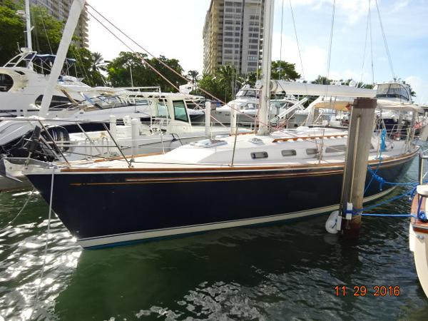 2001 Sabre 402 40' Sabre port forward profile