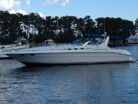 1994 Sea Ray 400 Express Cruiser On the Water