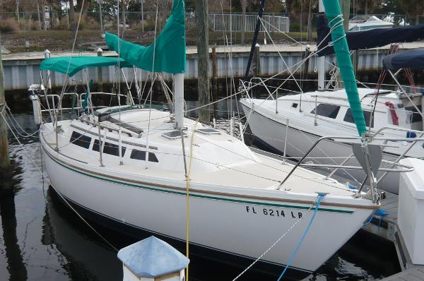 Check out this 1986 CATALINA C-27 on Boattrader com
