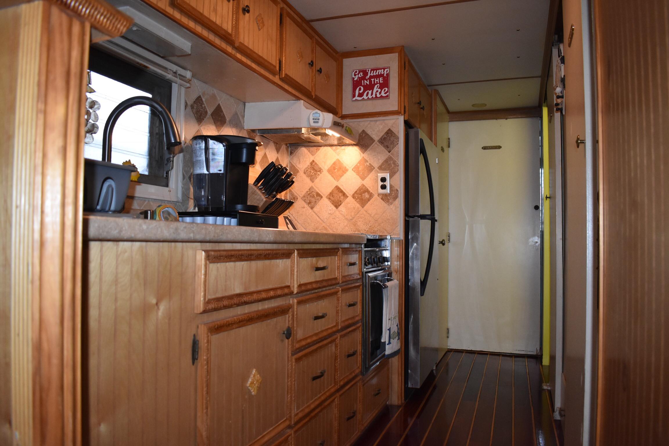 1974 Lazy Days Houseboat