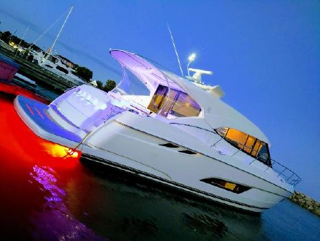 2018 Riviera 5400 Sport Yacht Profile with Underwater lights