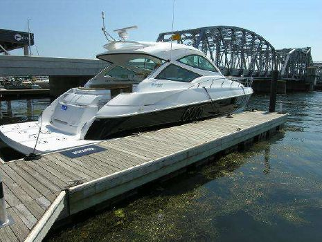 2015 Cruisers Yachts 540 Sport Coupe