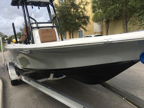 2018 Sea Pro 228 DLX Bay Series