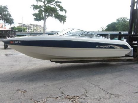 2001 Stingray 220 LX