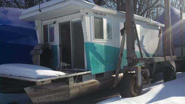 2008 Crest Houseboat