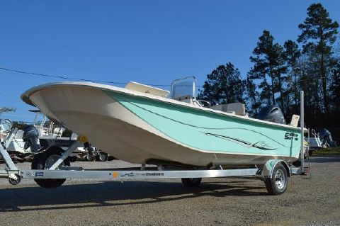 2016 Carolina Skiff 218 DLV Center Console carolina skiff 218 dlv center console hull