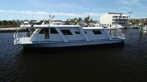1995 Custom Houseboat 72