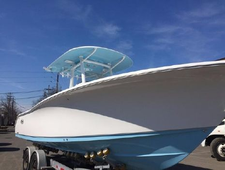 2016 Sea Hunt Gamefish 30 with Coffin Box