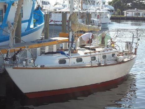 1982 Cape Dory CD33 main
