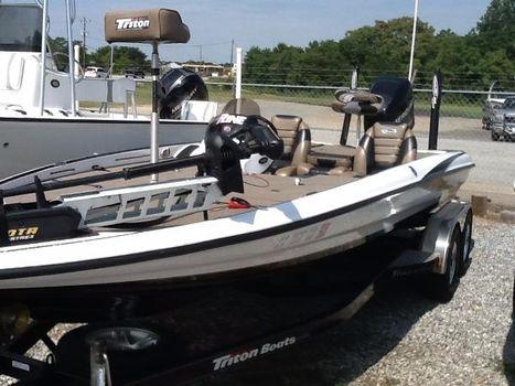 2010 Triton 21 HP SC Bass Boat