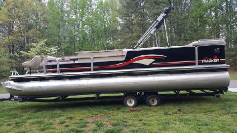 1997 Sun Tracker PARTY BARGE 27 Commander