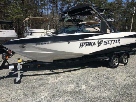 2011 Malibu Boats LLC 247 LSV