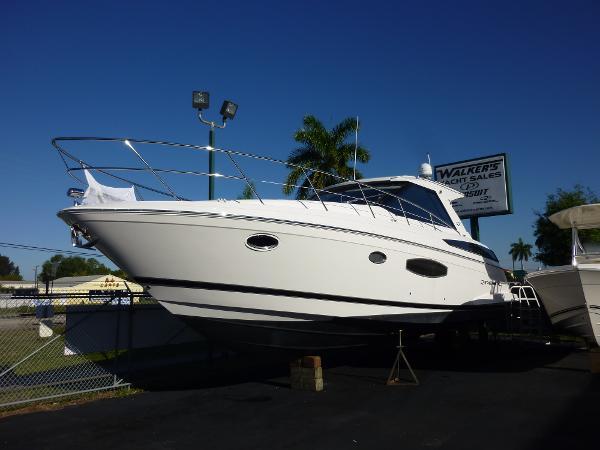 2015 Regal Sport Yacht