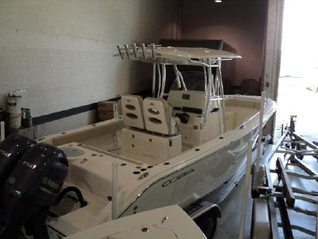 2016 Cobia Boats 261 Center Console