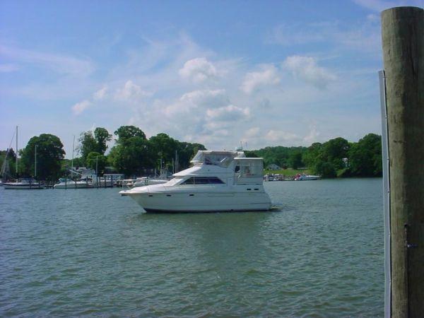1998 Cruisers 3650 Motor Yacht