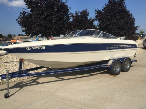 2005 Stingray Boats 220 LX