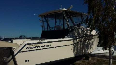 2005 Grady-White 330 Express WA