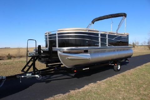 2017 Crestliner rally 200 CS - 115hp CT motor!