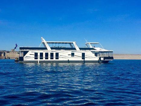2005 Fantasy House boat