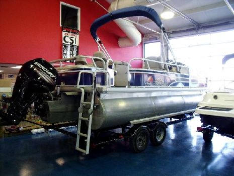 2015 Sun Tracker Party Barge 22 DLX XP3