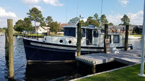 2001 Nordic 37 Mazel Tug docked.jpg