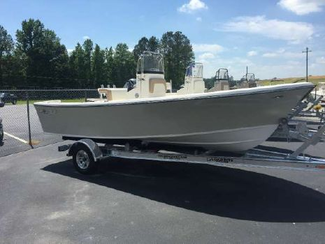 2017 May-Craft 1900 Center Console
