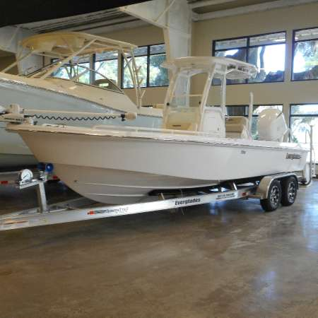 2016 Everglades Boats 243 Cc