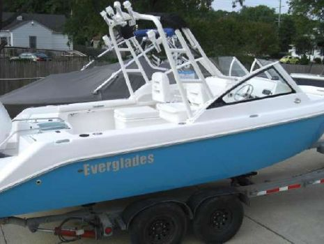 2018 Everglades Boats 230DC