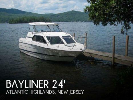 2000 Bayliner 2452 LX Ciera Express 2000 Bayliner 2452 LX Ciera Express for sale in Atlantic Highlands, NJ