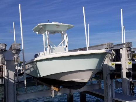 2004 EVERGLADES BOATS 243 Center Console