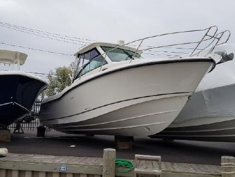 2017 Boston Whaler 285 Conquest